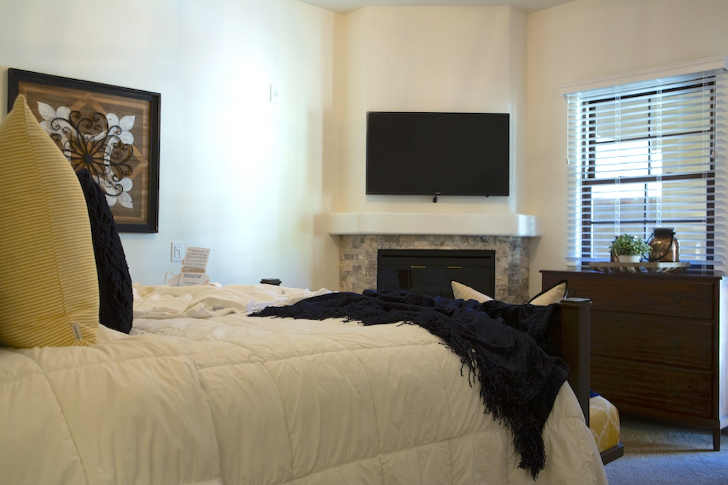 mobility-accessible-2bed-2bath-suite-andreas-hotel-palm-springs-room21.jpg